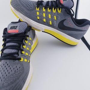 Nike Vomero Flynit 11 Sz 10